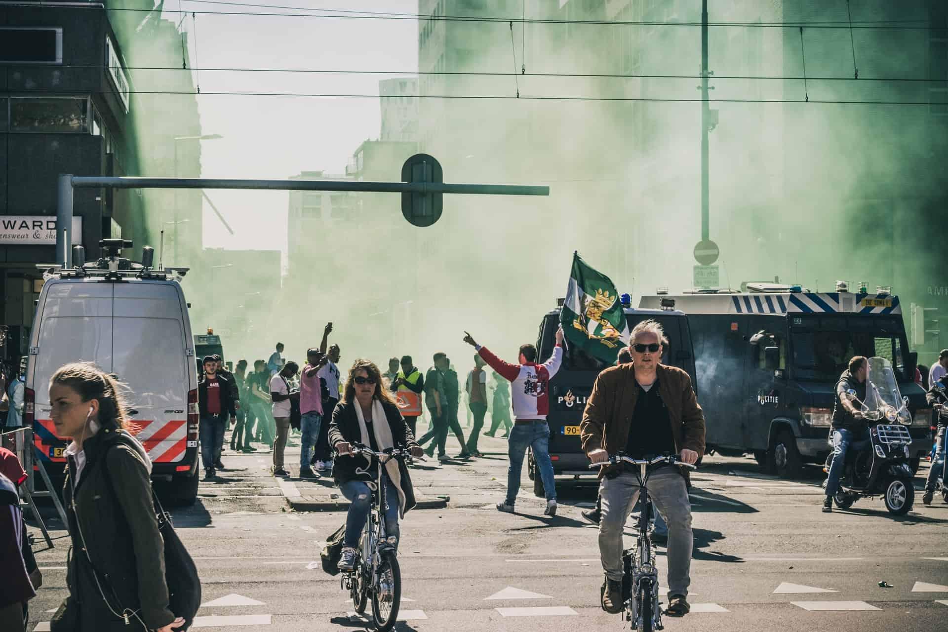 Politie - rellen - gezag - normen | Groen Rechts